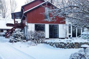 Lej værelser hos Albertine om vinteren med fri parkering