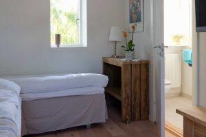 Overnatning i dejlige senge på værelse 2 hos BB Hotel Albertine